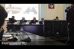 Рамазан Абдулатипов упал герб