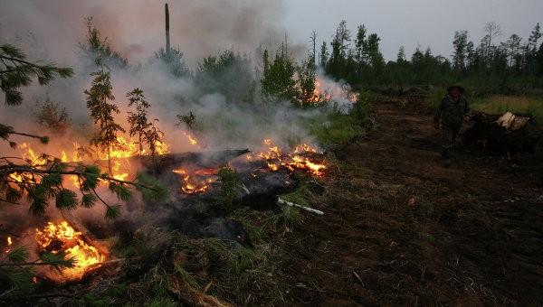 Для тушения  пожаров в Туве задействованы военные вертолеты фото 2