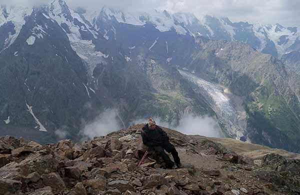 Потерявшегося в горах КБР туриста нашли спасатели