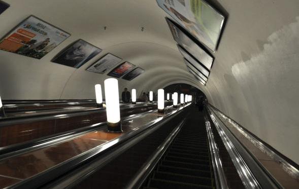 В московском метро в эскалатор затянуло малолетнего ребенка