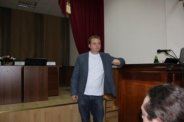 С докладом выступает Ларс Олькен (г. Ставангер, Норвегия)