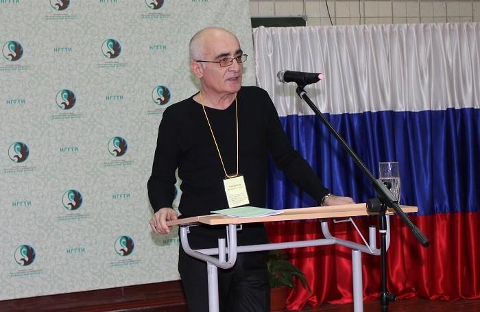 С докладом выступает Валерий Чагилов