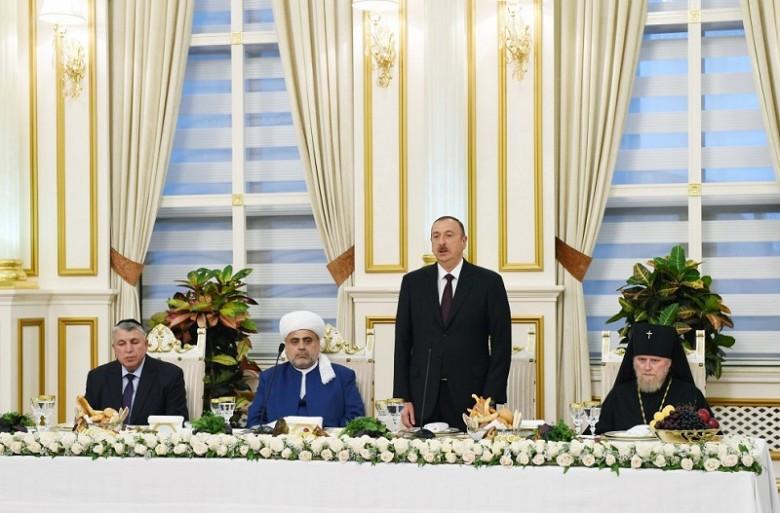 Президент Азербайджана Ильхам Алиев на ифтаре по случаю священного месяца Рамазан. Фото: azertag.az