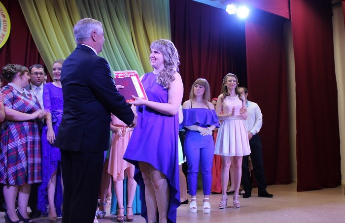 Диплом с отличием получает выпускница факультета техники и современных технологий НГГТИ Татьяна Казарян