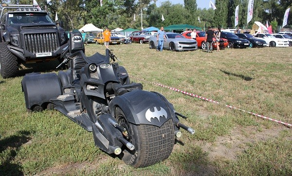 а на этом супербайке приехал (или приелетел) сам Бэтмэн