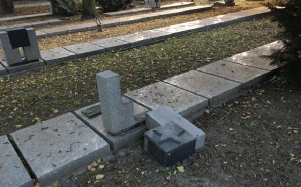 Одна из разрушенных могил в Познани