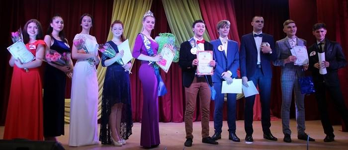 Победители и призеры конкурса. В центре - Сарра Емельяненко и Роберт Титоян