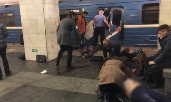 В одном из вагонов метрополитена Санкт-Петербурга произошел взрыв. ВИДЕО фото 2