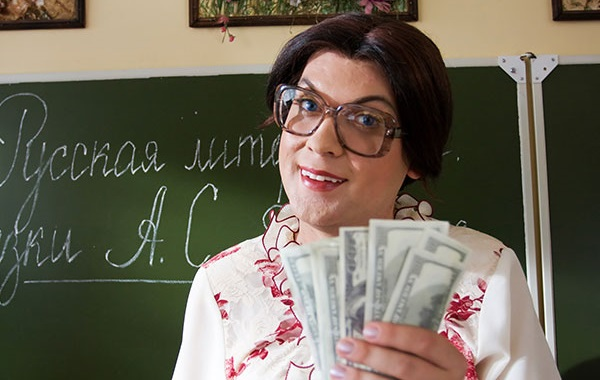 Недовольную подарком учительницу уволили