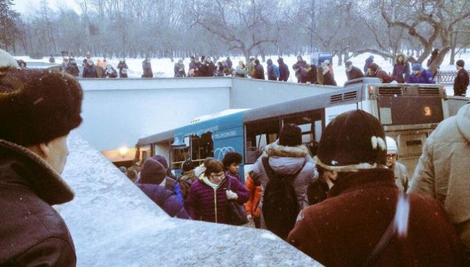 В Москве въехавший в толпу автобус убил нескольких человек. ВИДЕО