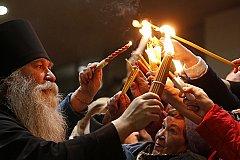 В Москву доставили Благодатный огонь