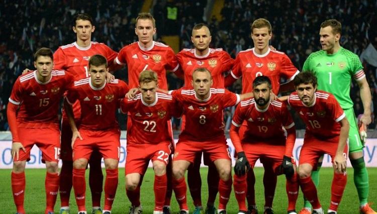 Перед матчем с Испанией футболисты сборной России обратились к болельщикам.ВИДЕО