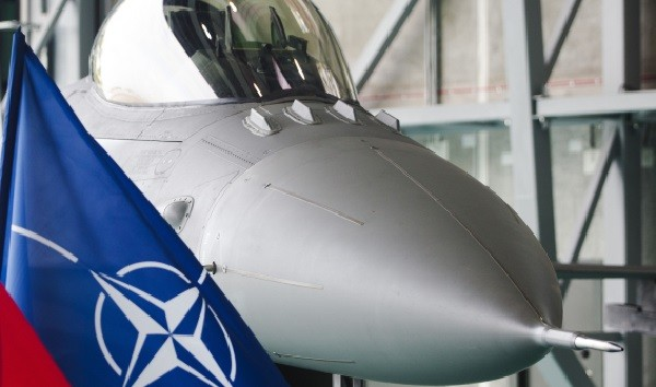 НАТО активно заселяет Балканы. В бывшем албанском Сталине построят первую авиабазу альянса фото 2