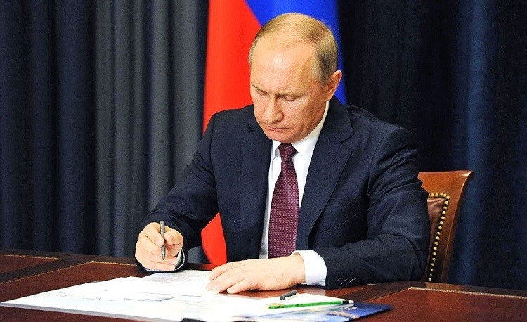 Президент России подписал закон о налоговом режиме для самозанятых фото 2