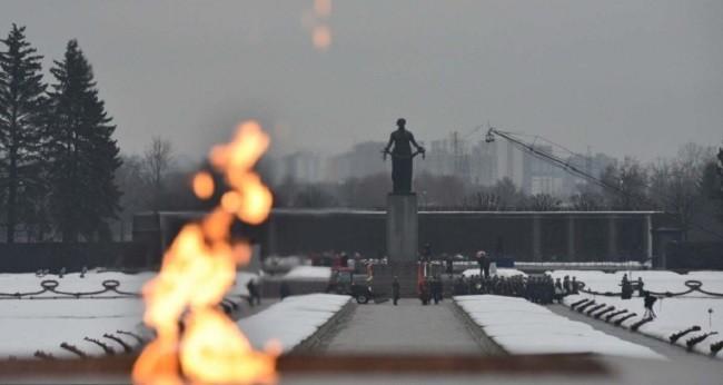 Пискаревское кладбище - мемориал жертв блокады Ленинграда