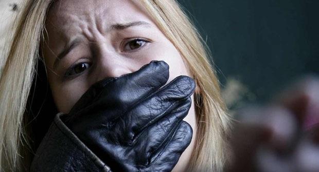 В Улан-Удэ хулиганы избили прохожего и изнасиловали его жену