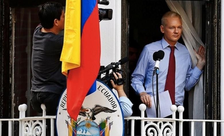 Джулиан Ассанж в посольстве Эквадора в Лондоне. Архивное фото.