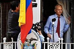 ЦРУ все же «достало» Джулиана Ассанжа. ВИДЕО