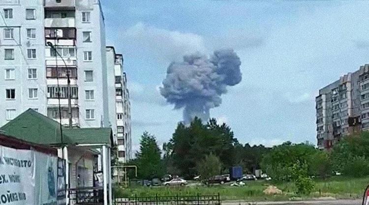 Взрывы на заводе «Кристалл». Есть разрушения и пострадавшие.