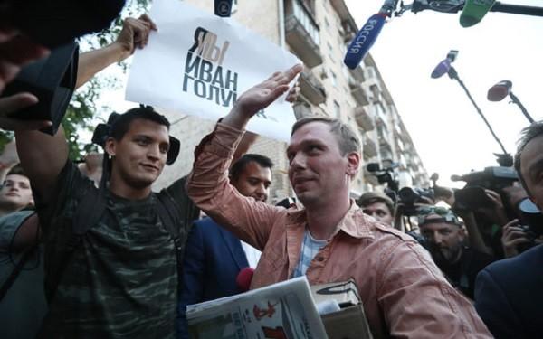 Иван Голунов вышел на свободу. Фото: vedomosti.ru