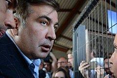 Саакашвили поломал руку пожилой женщине