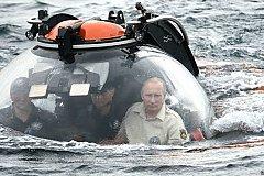 Путин в батискафе погрузился к погибшей подлодке