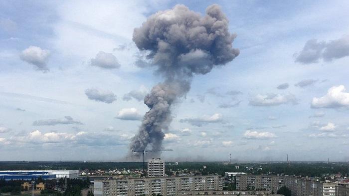Мощный взрыв прогремел на военном складе в Красноярском крае. Есть погибшие.