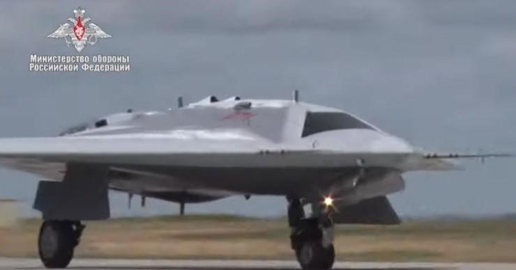 В небо поднялся новейший российский беспилотник «Охотник». ВИДЕО фото 2