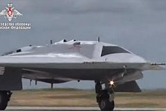 В небо поднялся новейший российский беспилотник «Охотник». ВИДЕО