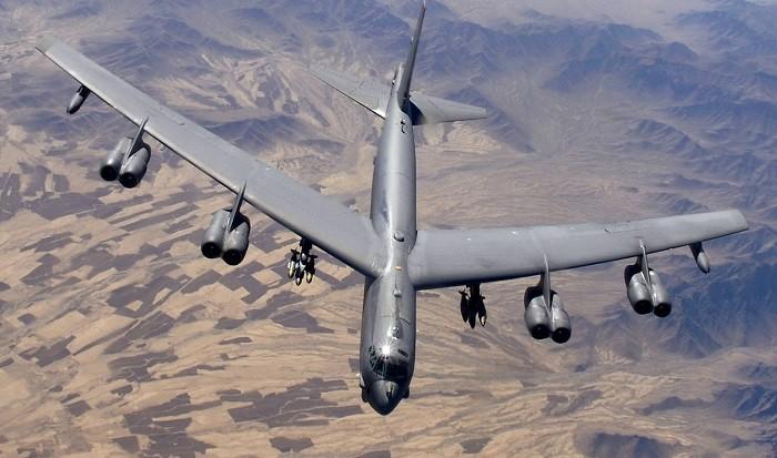 Американский дальнемагистральный стратегический бомбардировщик Боинг B-52 «Летающая крепость»