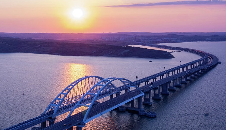 Зачем России два моста в Крым?