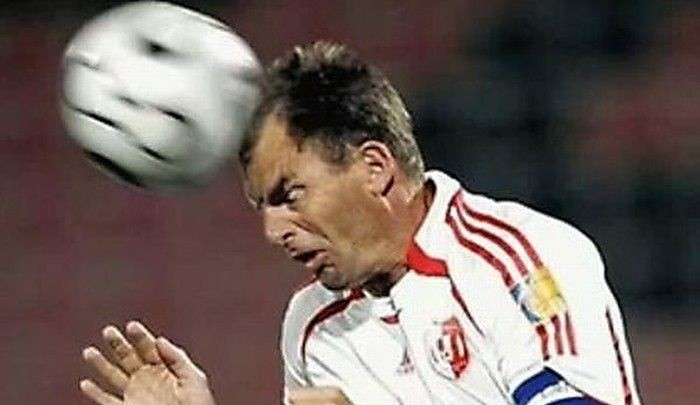 Эксперты доказали опасность футбола для мозга фото 2