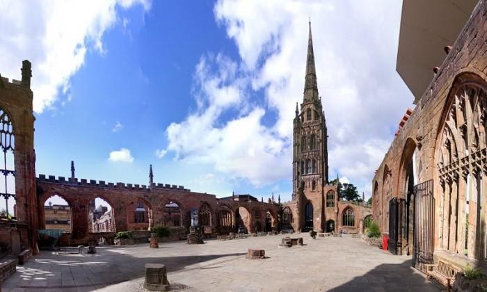 Старый собор Ковентри, разрушенный бомбардировками нацистов в годы Второй Мировой войны