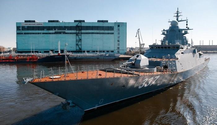 Головной корвет «Гремящий» проекта 20385 (заводской номер 1005) выходит с акватории ПАО «Судостроительный завод «Северная верфь» в море на заводские ходовые испытания. Санкт-Петербург