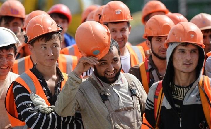Мигранты претендуют на более высокую зарплату в РФ, чем россияне.