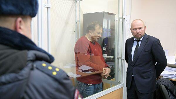 Адвокат Александр Почуев со своим подзащитным Олегом Соколовым. Фото: ria.ru