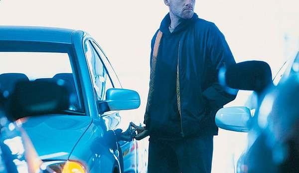 В Свердловской области коллектор угнал машину должницы вместе с ребенком
