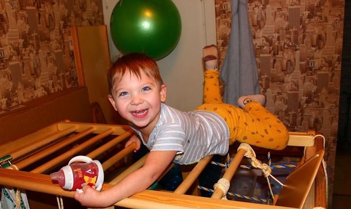 Маленькому Максиму с диагнозом ДЦП нужна реабилитация фото 3