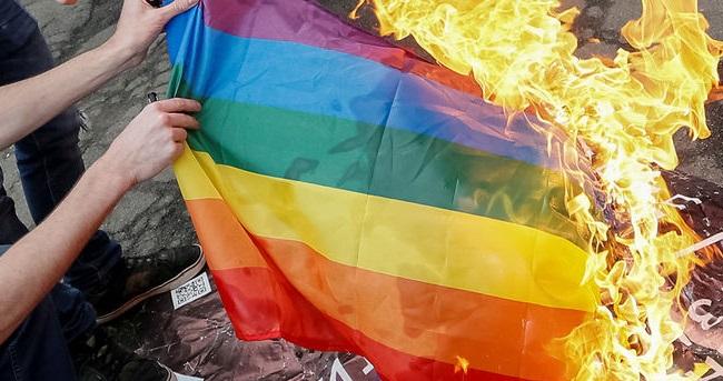 Демократия по-американски. 16 лет лишения свободы за сжигания флага ЛГБТ