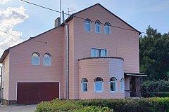 Омский бизнесмен подарил «Радуге» трёхэтажный коттедж