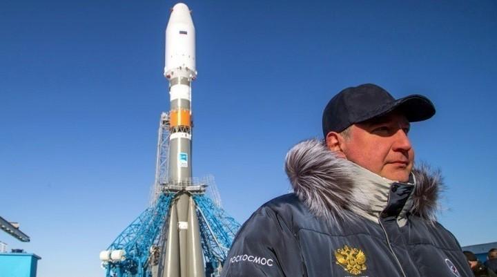 Глава Роскосмоса Дмитрий Рогозин на космодроме Восточный. Фото: arms-expo.ru