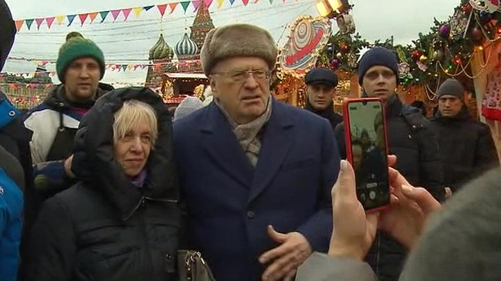 Жириновский, раздавая деньги на Красной площади, называл людей «крепостными, холопами»