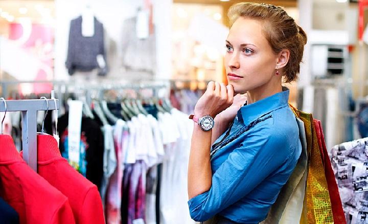 В России существенно упал спрос на обувь и одежду