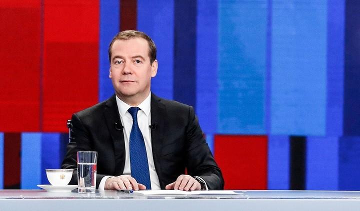 Путин устроил Медведева на хорошую работу фото 2