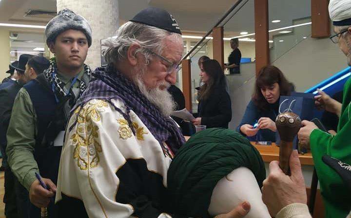Талгат Таджуддин в еврейской кипе. Фото: страница Гершона Когана на facebook
