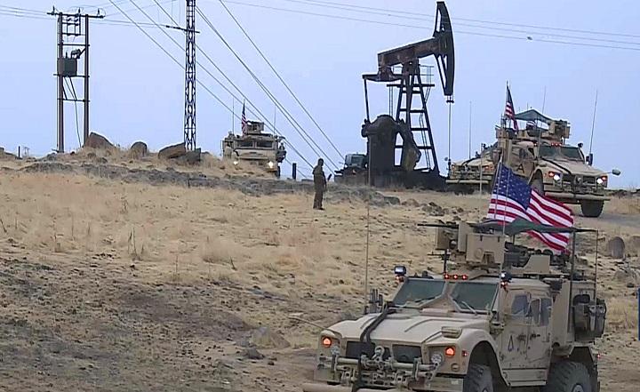США продают украденную с сирийских месторождений нефть через Турцию.