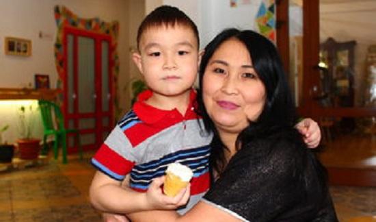 «Уже 7 лет мы единое целое»: история мамы с паллиативным ребенком из Омска