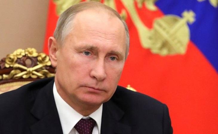 Президент внес в Госдуму поправку о признании брака союзом мужчины и женщины.