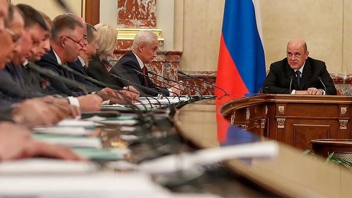 Мишустин обсудил с министрами сложившуюся экономическую ситуацию в стране. фото 2