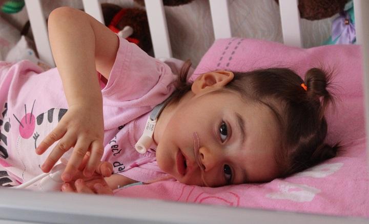 Спасти ребенка: в помощи нуждается Ева из Омска.